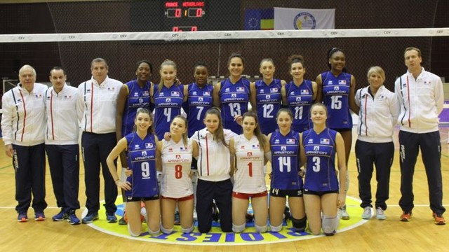 Aurélia Ebatombo avec l'équipe de France U20F